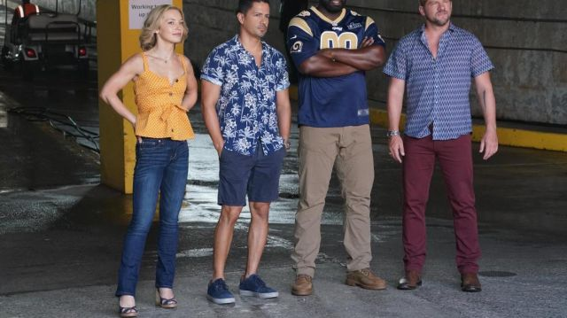 Blue Sneakers worn by Thomas Magnum (Jay Hernandez) in Magnum P.I. (S02E04)