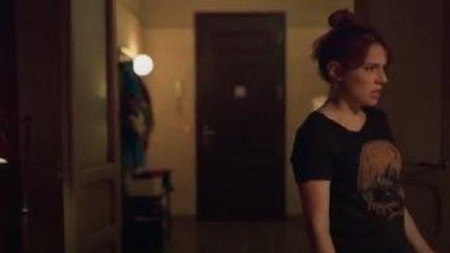 T-shirt With Motif worn by Valeria (Diana Gómez) in Valeria Season 1 Episode 4