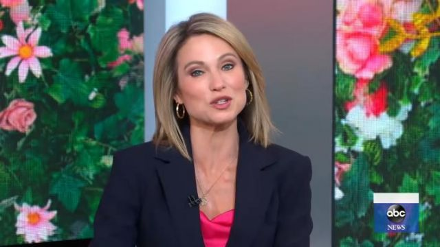 Cinq à sept Mar­ta Silk Cowl­neck Ca­mi Top worn by Amy Robach on Good Morning America May 21, 2020