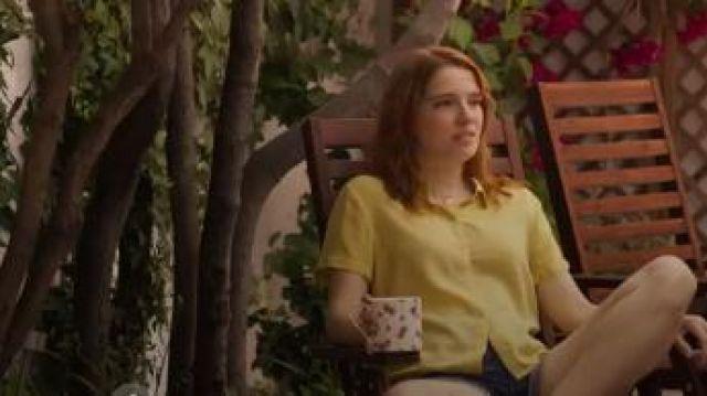 Plain Short Sleeve Shirt worn by Valeria (Diana Gómez) in Valeria Season 1 Episode 5