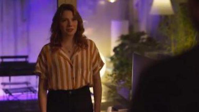 Stripe Cropped Tie Shirt worn by Valeria (Diana Gómez) in Valeria Season 1 Episode 6
