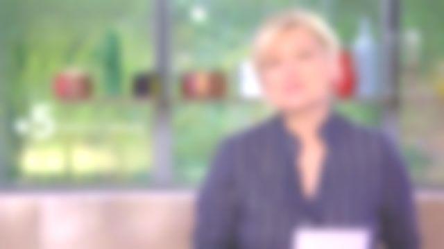 La chemise Figaret Solène en popeline rayée noire de Anne-Élisabeth Lemoine dans C à Vous le 25.05.2020