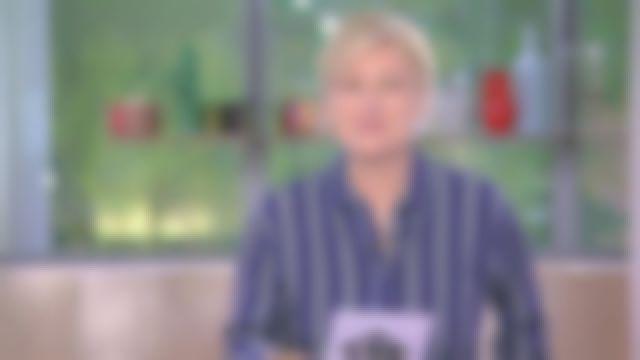 La chemise à rayures portée par Anne Elisabeth Lemoine dans l'émission C à Vous