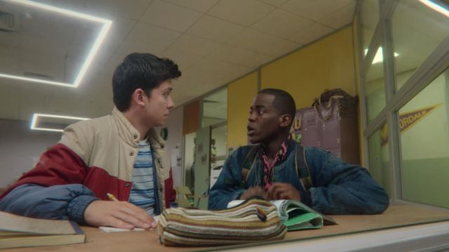 The shirt leopard pink Eric Effiong (Ncuti Gatwa) in Sex Education (S02E01)