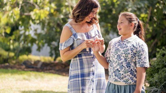 La jupe denim portée par Kate (Mackenzie Hancsicsak) dans This Is Us (S02E05)