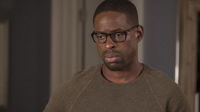 The sweater maroon worn by Randall Pearson (Sterling K. Brown) in This Is Us (S02E07)