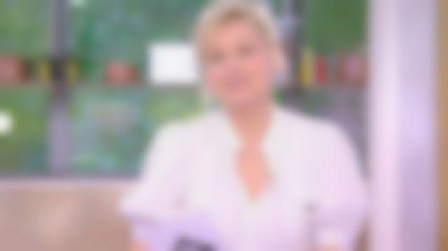 La blouse rayée manches ballon de Anne-Élisabeth Lemoine dans C à Vous