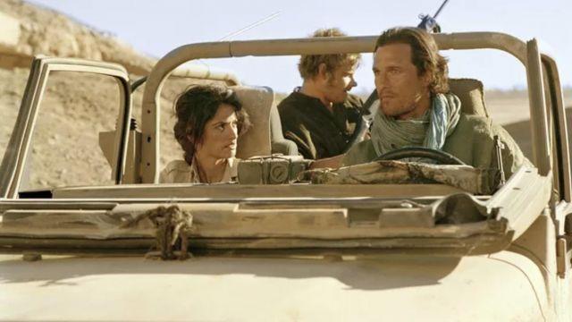 Le foulard couleur émeraude porté par Dirk Pitt (Matthew McConaughey) dans le film Sahara