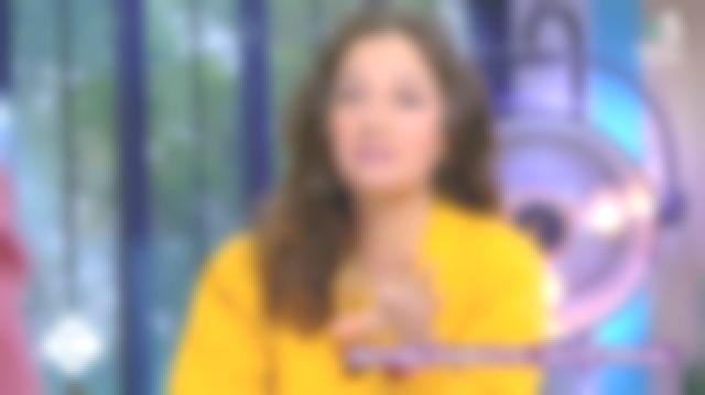 Le cardigan en molleton jaune porté par Marion Ruggieri dans C à Vous le 08.06.2020