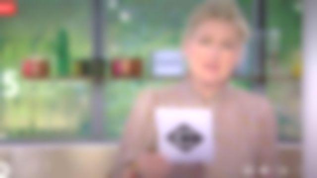 Le top col V victorien imprimé en viscose et soie mélangées de Anne-Élisabeth Lemoine dans C à Vous le 09.06.2020
