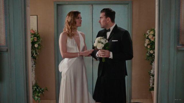 White Dress of Alexis Rose (Annie Murphy) in Schitt's Creek (S06E14)