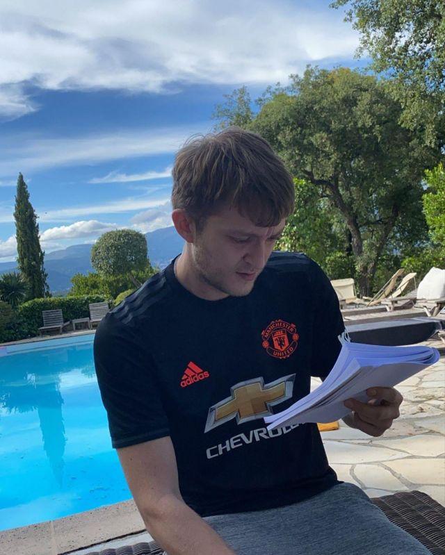 Le maillot de Manchester United porté par Vald sur son compte Instagram @valdsullyvan