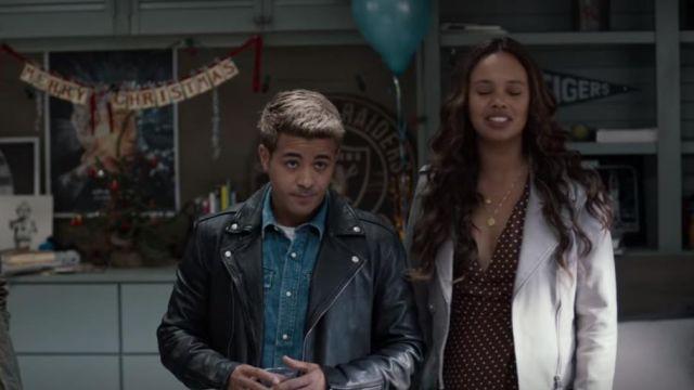 The black leather jacket of Tony Padilla (Christian Navarro) in 13 Reasons Why (S04E01)