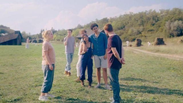 Grey loung pants worn by Dani (Florence Pugh) in Midsommar