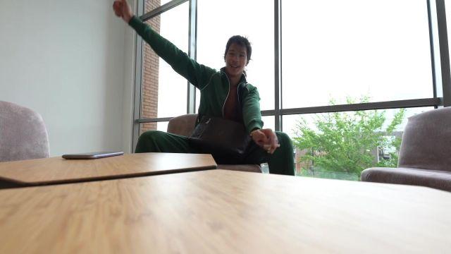 Le survêtement vert Lacoste porté par Moha La Squale dans son clip Amsterdam