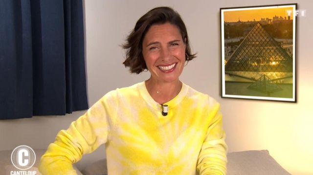 Le pull jaune porté par Alessandra Sublet dans C'est Canteloup