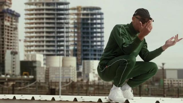 Le pantalon de survêtement vert Lacoste porté par Mister V dans sa vidéo MIAMI HEAT