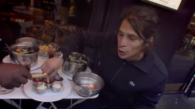 Le pull zippé noir Lacoste porté par Moha La Squale dans son clip Rappelle-toi