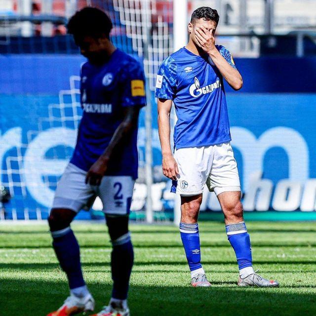 Umbro bleu Schalke 04 Maillot Domicile porté par Weston McKennie sur l'Instagram compte de @s04