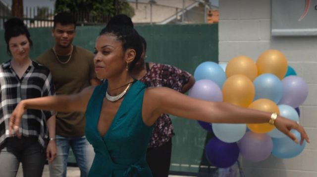 The blue dress duck Beth Pearson (Susan Kelechi Watson) in This Is Us (S04E04)
