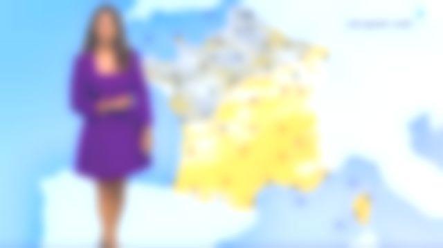 La robe avec décolleté carré ample et manches 3/4 avec épaulettes de Myriam Seurat dans Météo de France 3