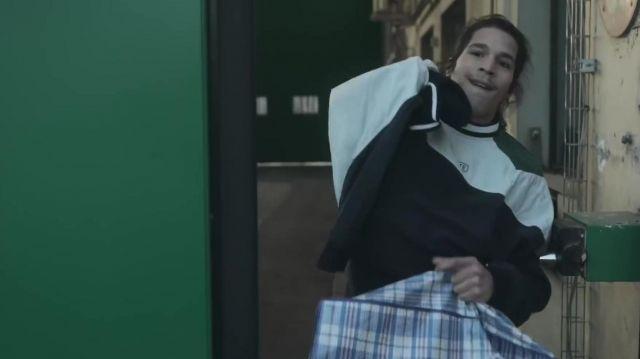 Le sweatshirt Lacoste porté par Moha La Squale dans son clip Snow