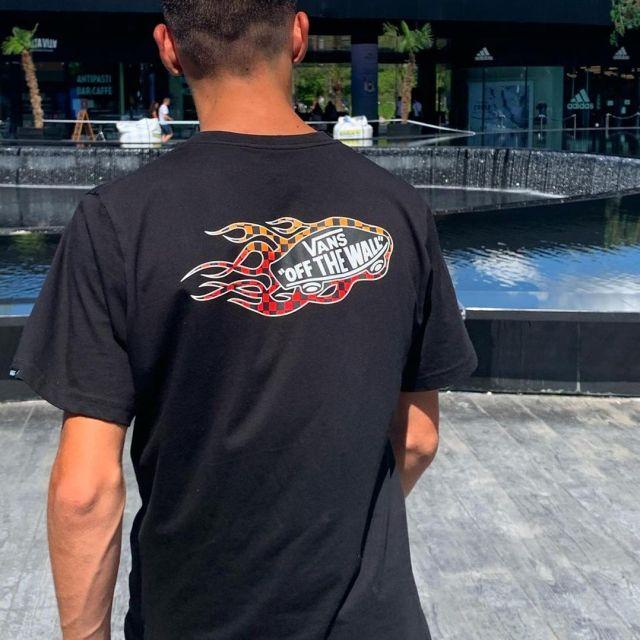 Le t-shirt Vans porté par Julien sur son compte Instagram @julienchvrl