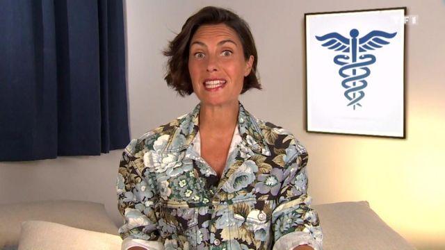 La veste crop en jean à fleurs avec col pointu de Alessandra Sublet dans C'est Canteloup