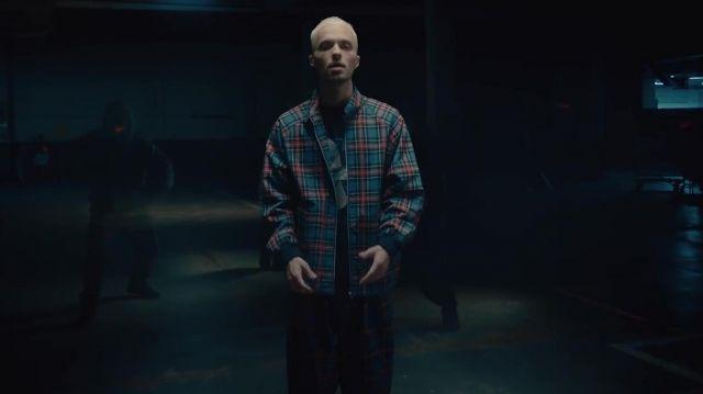 La veste à carreaux de Squeezie dans son clip Guépard feat. Nemir