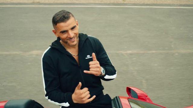 La veste de survêtement Balenciaga de Sofiane dans le clip Zé de Zeguerre