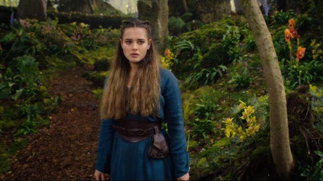 The pocket belt of Nimue (Katherine Langford) in Cursed : The rebel (S01E01)