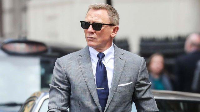 Tom Ford white cotton-poplin dress shirt worn by James Bond (Daniel Craig) in No Time to Die