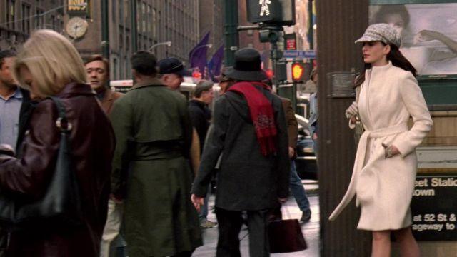 Blanc manteau porté par Andy Sachs (Anne Hathaway dans Le Diable s'habille en Prada