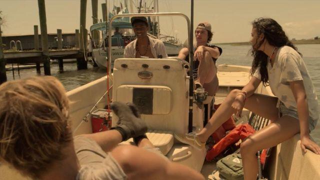 Jaune Vans baskets portées par Kiara (Madison Bailey) dans les Outer Banks (S01E01)