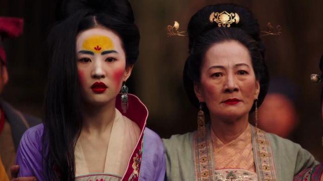 Dangle earrings worn by Mulan (Liu Yifei) in Mulan