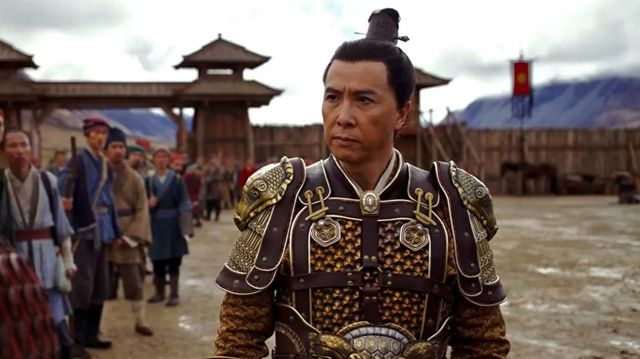 Gold armor worn by Commander Tung (Donnie Yen) in Mulan