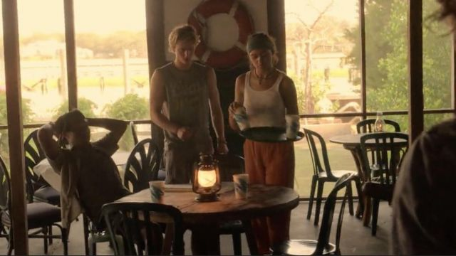 Orange pants worn by Kiara (Madison Bailey) in Outer Banks (S01E05)