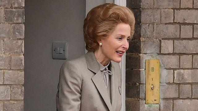 Grey blazer worn by Margaret Thatcher (Gillian Anderson) in The Crown (S04)