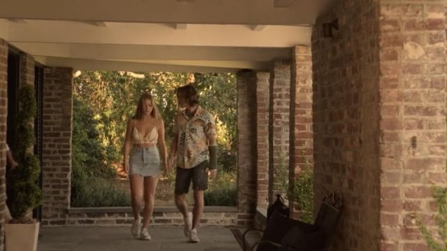 Denim skirt worn by Sarah Cameron (Madelyn Cline) in Outer Banks (S01E07)