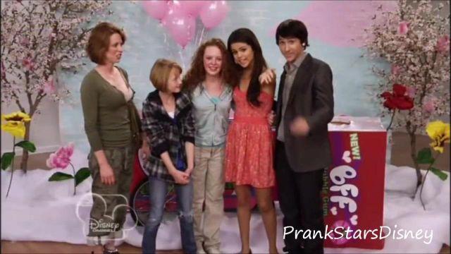 Robe portée par Selena Gomez dans Prank★Stars - Selena Gomez