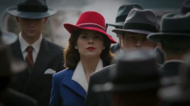 Red Hat of Peggy Carter (Hayley Atwell) in Marvel's Agent Carter (S01E01)