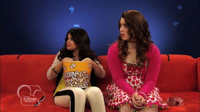 Jeans portée par Selena Gomez dans The Wizards Return: Alex vs Alex - Hilarious Bloopers
