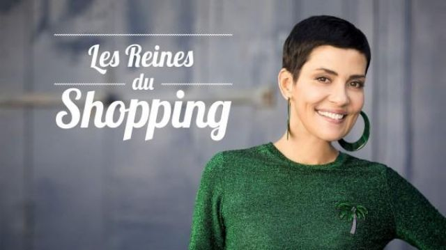 Le pull vert avec palmier porté par Cristina Cordula dans le générique de l'émission Les Reines du Shopping