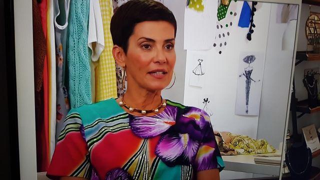 La blouse à fleurs de Cristina Cordula dans l'émission Les reines du shopping