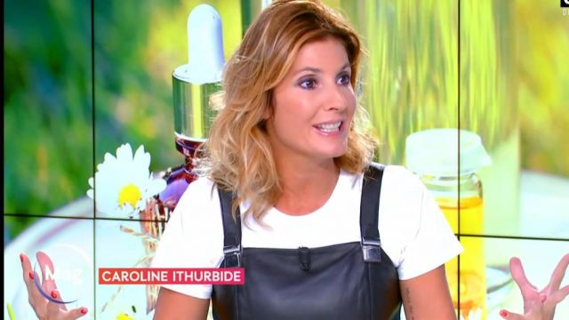The short dress skater cut in Black leather of Caroline Ithurbide in William at noon on C8 the 03.09.2020