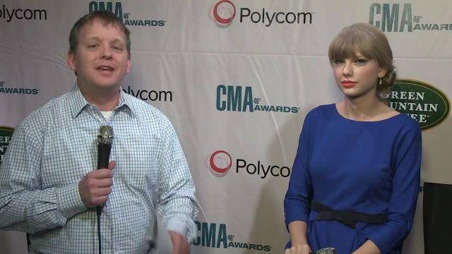 Robe portée par Taylor Swift dans Taylor Swift Interview | CMA Awards 2012 | CMA