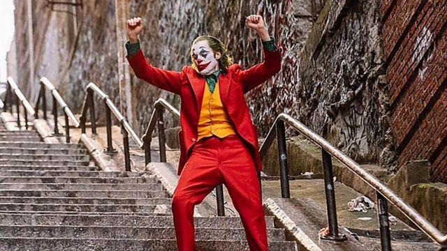 Coat of Arthur Fleck (Joaquin Phoenix) in Joker