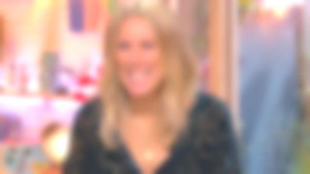 Le top col classique en velours dévoré de Agathe Lecaron dans La maison des maternelles le 21.09.2020