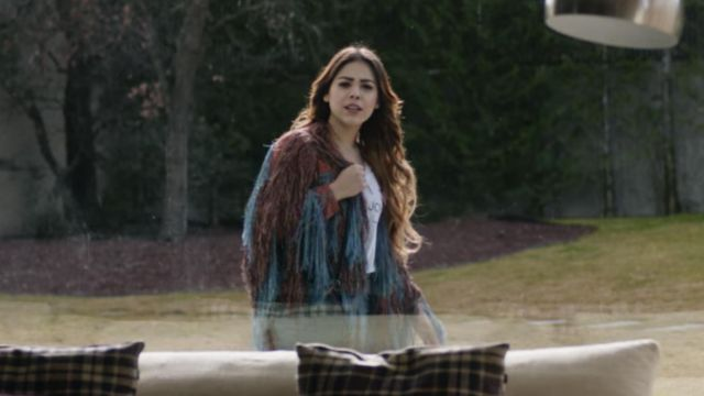 Jacket of Lu Montesinos (Danna Paola) in Elite (S01E02)