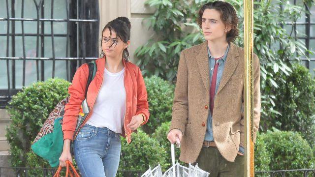 Bomber orange de Chan (Selena Gomez) dans A Rainy Day à New York